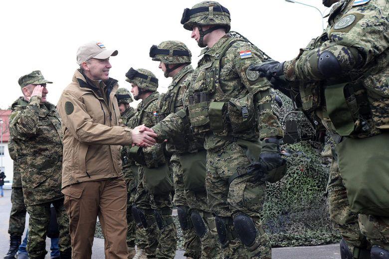 Ministar Krstičević i načelnik GS-a Šundov posjetili hrvatske vojnike u Poljskoj
