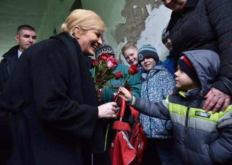 """Predsjednica Republike Grabar Kitarović posjetila osječku humanitarnu udrugu """"Rijeka ljubavi"""""""