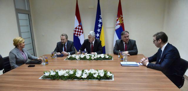 MOSTAR – Održan trilateralni sastanak Predsjednice Republike Hrvatske, Predsjednika Republike Srbije i članova Predsjedništva Bosne i Hercegovine