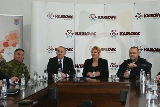 Na sastanku Stožera civilne zaštite Karlovačke županije Predsjednica Grabar-Kitarović i Krstičević