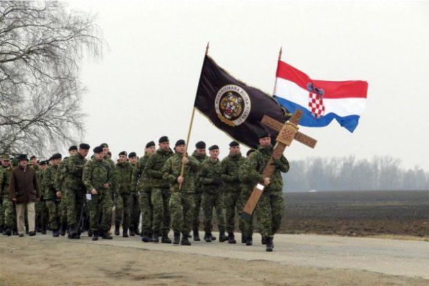 Hodočašće pripadnika 1. HRVCON-a na Brdo križeva u Litvi