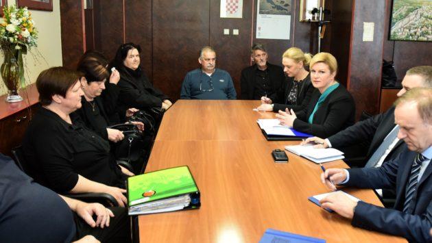 Predsjednica Grabar-Kitarović se sastala s obiteljima poginulih vatrogasaca