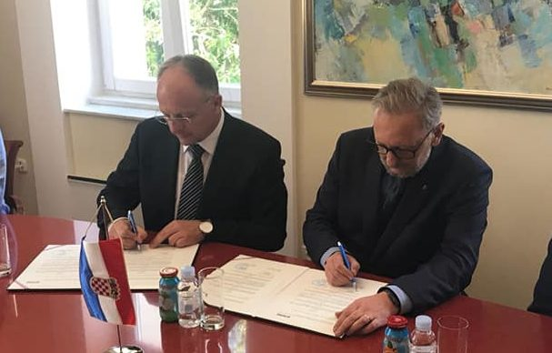 """Potpisan sporazum između Grada Novalje i Ministarstva unutarnjih poslova – Ministar Božinović: """"Ovo je obrazac kako valja rješavati pitanja od zajedničkog interesa"""""""