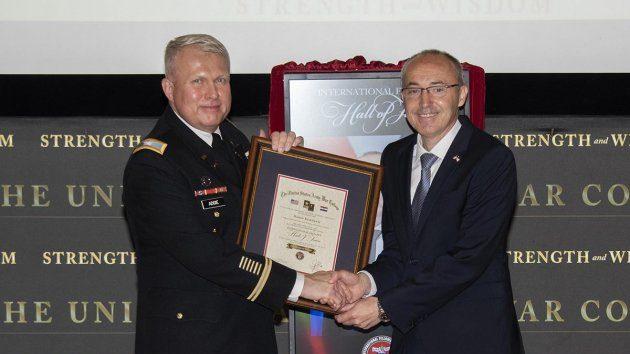 Ministar Damir Krstičević svečano primljen u Kuću slavnih američke Ratne škole