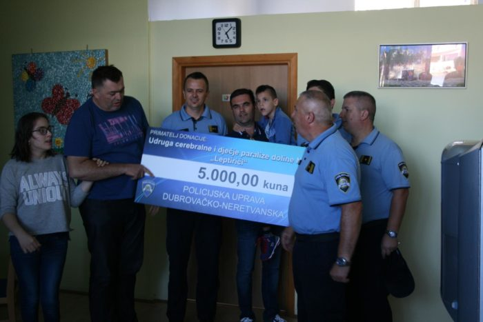 U povodu Dana policije službenici Policjske uprave dubrovačko-neretvanske odlučili su humanitarnom gestom pomoći potrebitima