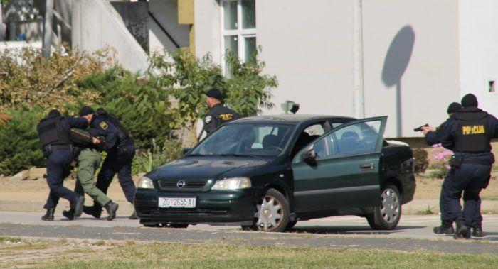 Uhvaćen dvojac zbog krijumčarenja droge iz Nizozemske i oružja iz BiH