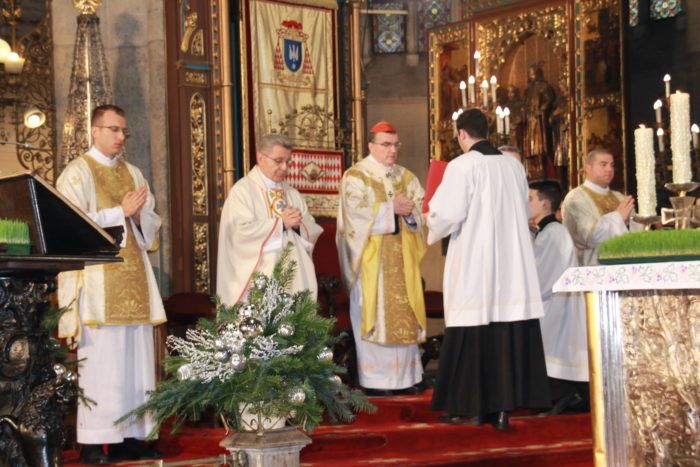 Kardinal Bozanić predvodio božićnu misu u zagrebačkoj katedrali – Isusovo rođenje dalo smisao ljudskog života
