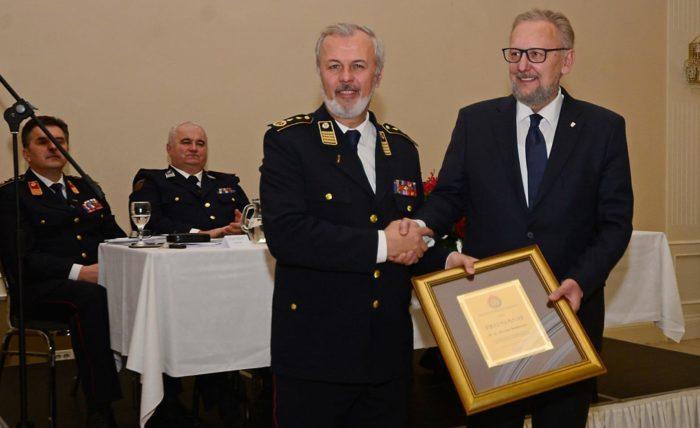 """Božinović dobio priznanje za objedinjavanja sustava vatrogastva """"zahvalu za kooperativnost i senzibilnost"""""""