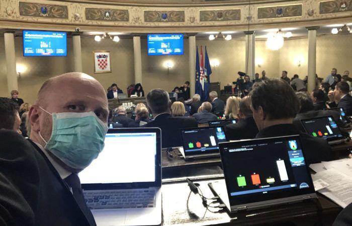 """Gradski zastupnik Renato Petek nakon sjednice Skupštine: Najpoštenije bi bilo izaći na izbore, ovo je triler iz """"House of Cards"""""""