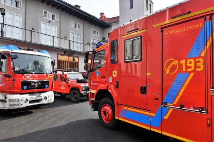 Zagrebački vatrogasci dobili od Grada šest novih vatrogasnih vozila i četiri visokotlačna modula za gašenje požara