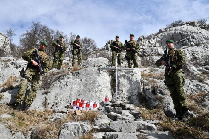 Pripadnici Zapovjedništva specijalnih snaga 16-kilometarskom hodnjom po Velebitu obilježili 26. godišnjicu pogibije bojnika Nenada Mataka – Mehe