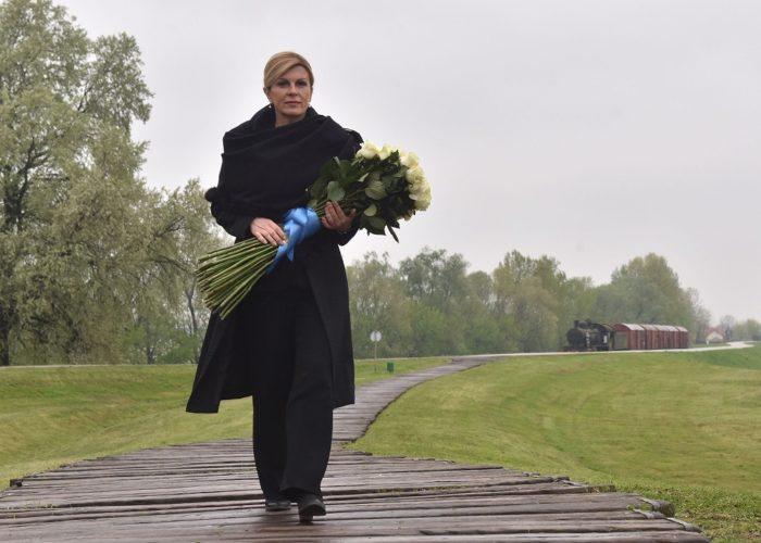 """Predsjednica Grabar-Kitarović u Jasenovcu dan prije službene komemoracije: """"Prošlost ne možemo promijeniti, ali budućnost možemo graditi na bolji način"""""""