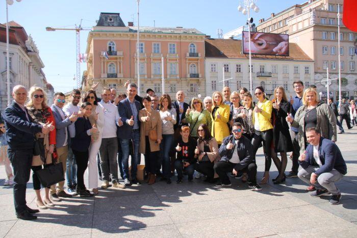 Predstavnici Stranke rada i solidarnosti – Bandić Milan 365 družili se sa Zagrepčanima i dijelili pisanice