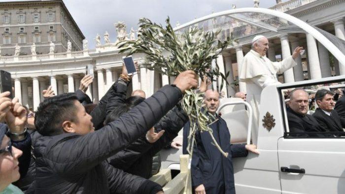 Na Cvjetnicu papa Franjo poručio da Crkva mora biti ponizna