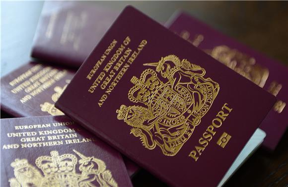 Nove britanske putovnice bez oznake EU na koricama