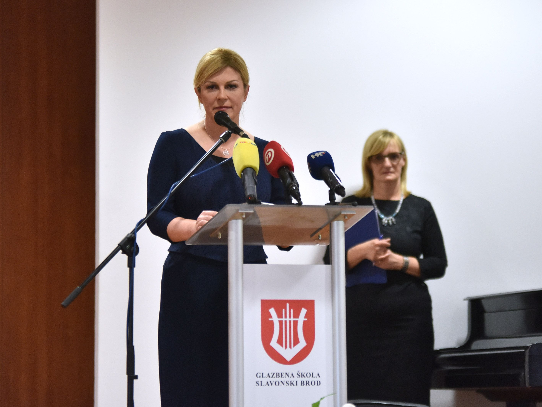 """""""Mali križ-Velika žrtva"""" – Predsjednica Grabar-Kitarović: Moramo se crvenjeti od stida jer krivci nisu privedeni pravdi"""