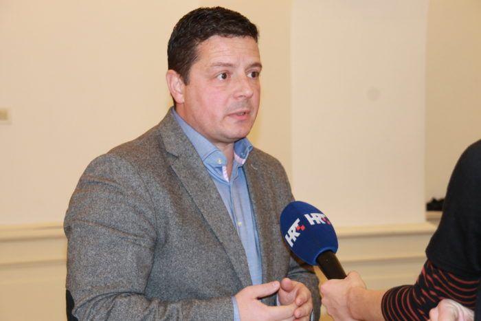 """Stojak oštro prema Bandiću: zašto je Zagrebački velesajam izdavač tih novina i koliko """"žetončića"""" košta novi """"besplatni"""" časopis Grada Zagreba?"""