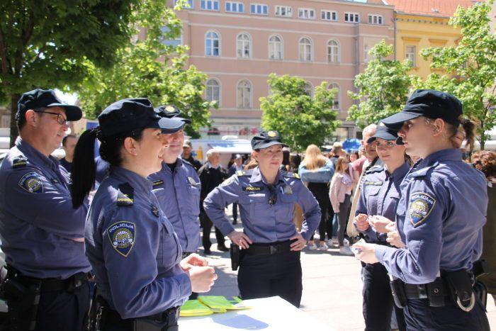 Dani otvorenih vrata Policijske akademije održani na Cvjetnom trgu: Žele privući mlade za zanimanje policajca ili policajke!