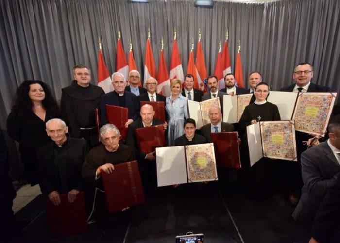 Grabar-Kitarović zaslužnim hrvatskim udrugama ukanadskom gradu Hamiltonu uručila Povelje RH