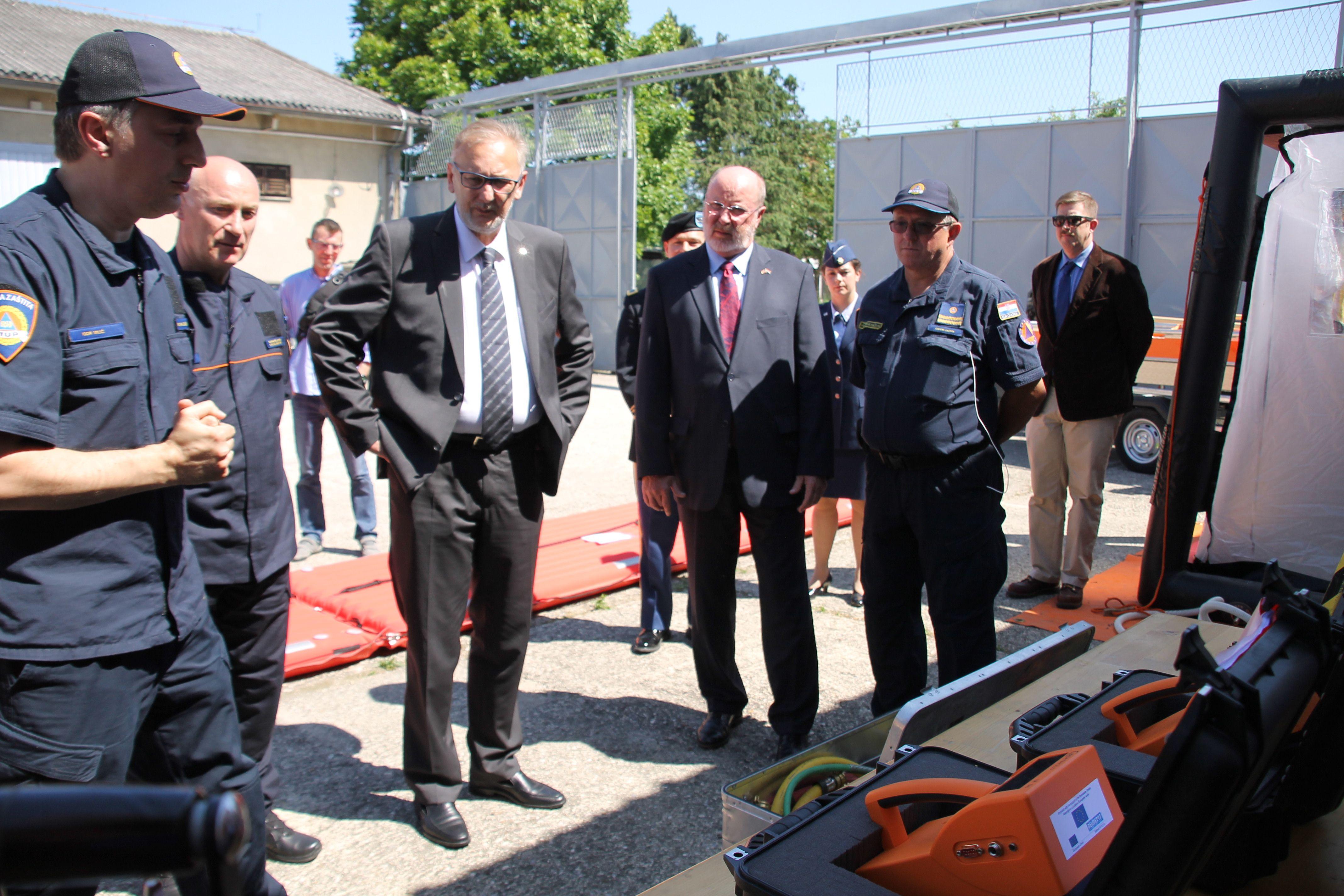 Američki veleposlanik donirao Ravnateljstvu civilne zaštite opremu za spašavanje vrijednu 170.000 dolara
