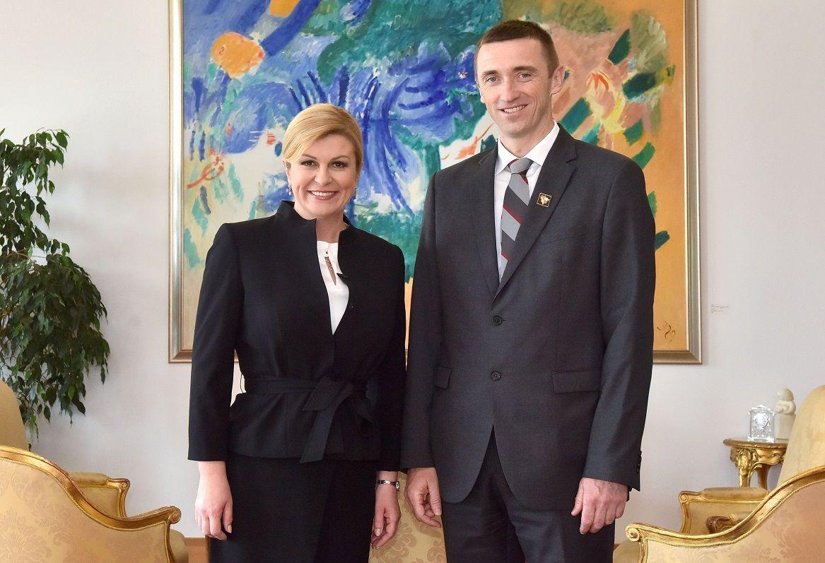 Predsjednica Grabar-Kitarović smatra da je iznimno važno pružiti potporu gradonačelniku Penavi i građanima Vukovara