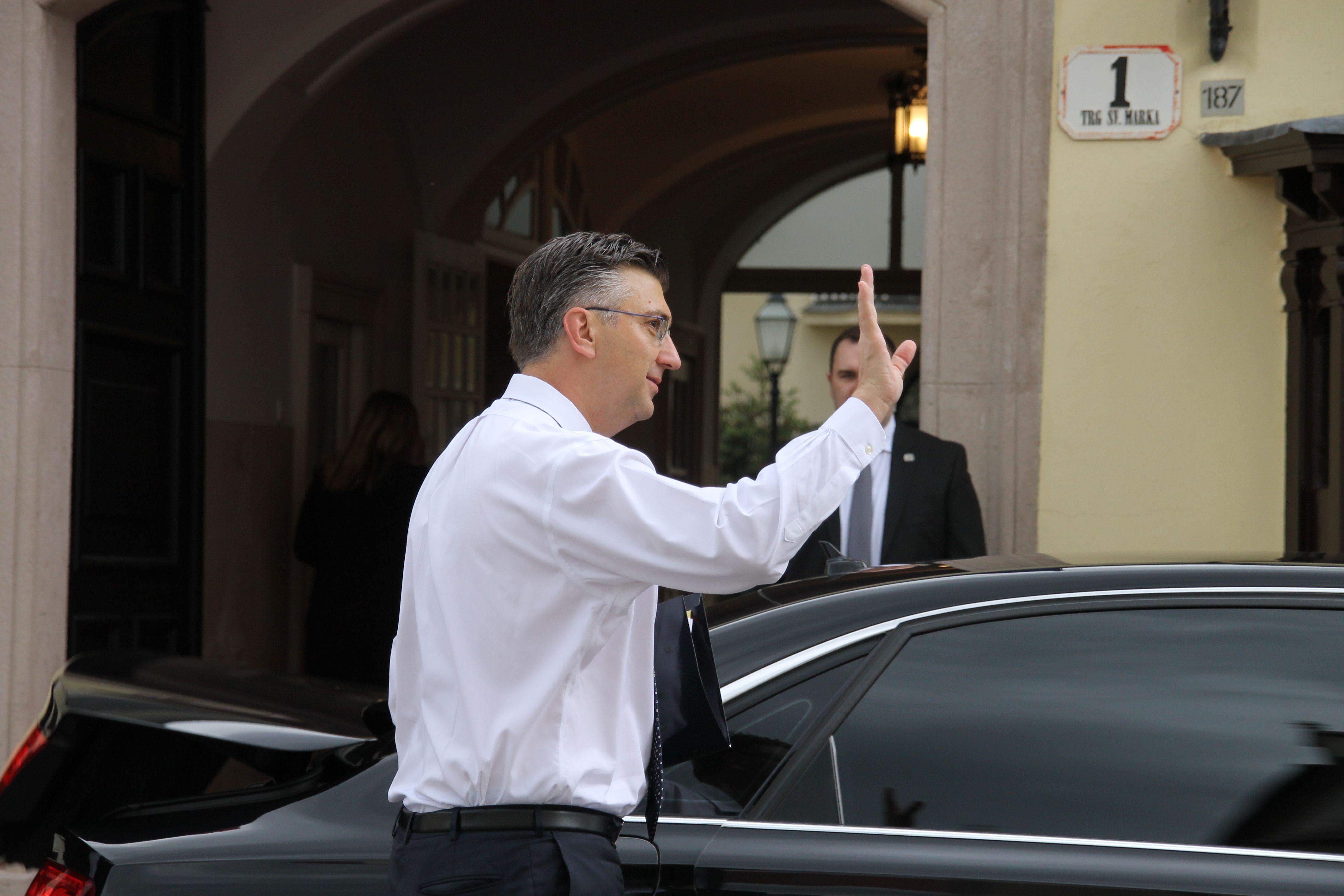 NALJUTIO PREMIJERA: Plenković poručuje Milanoviću da mu je bolje da šuti