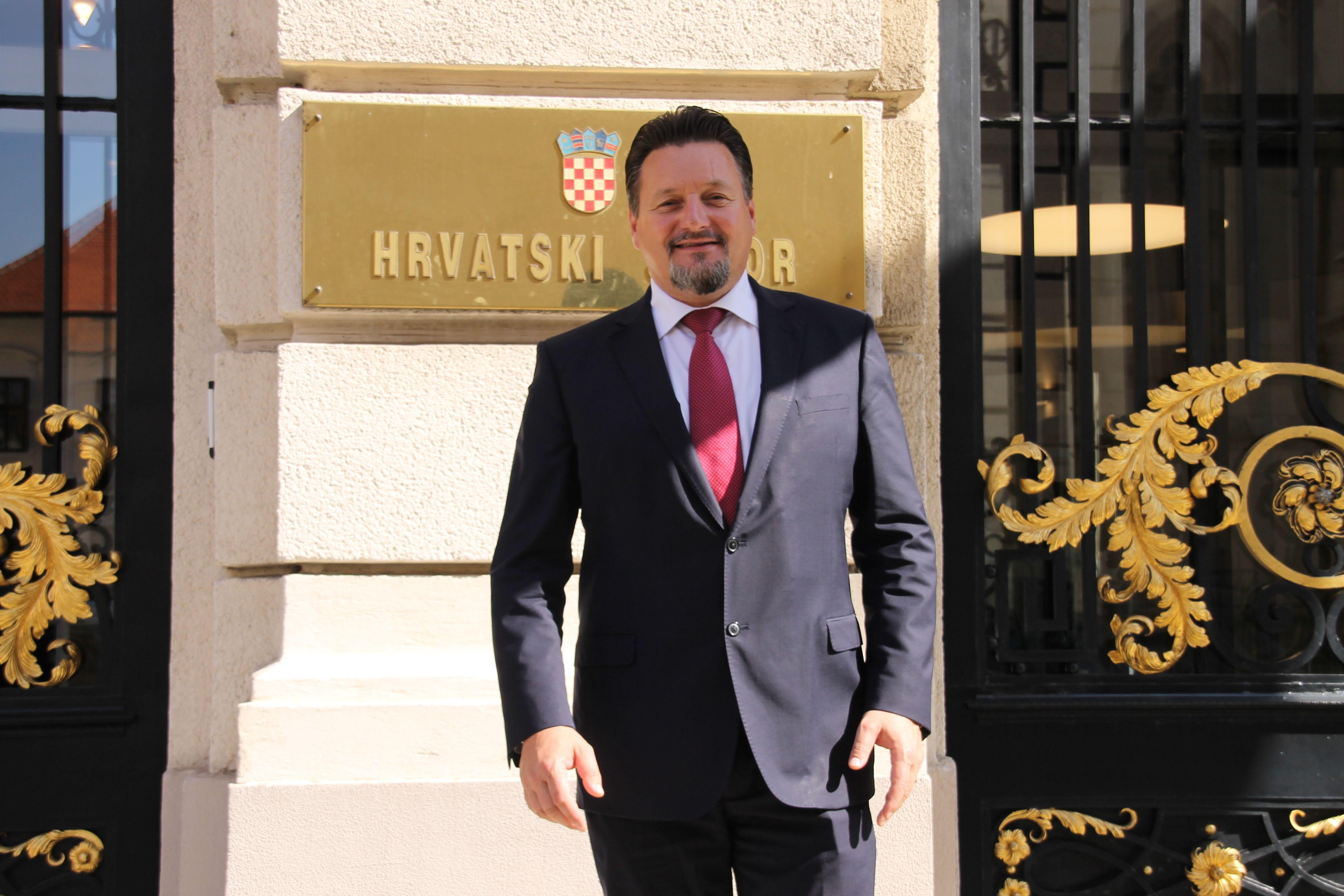 PROFITIRAO OD PRENAMJENA: Kuščević se nije izuzeo, već je tražio prenamjenu staja u kuće