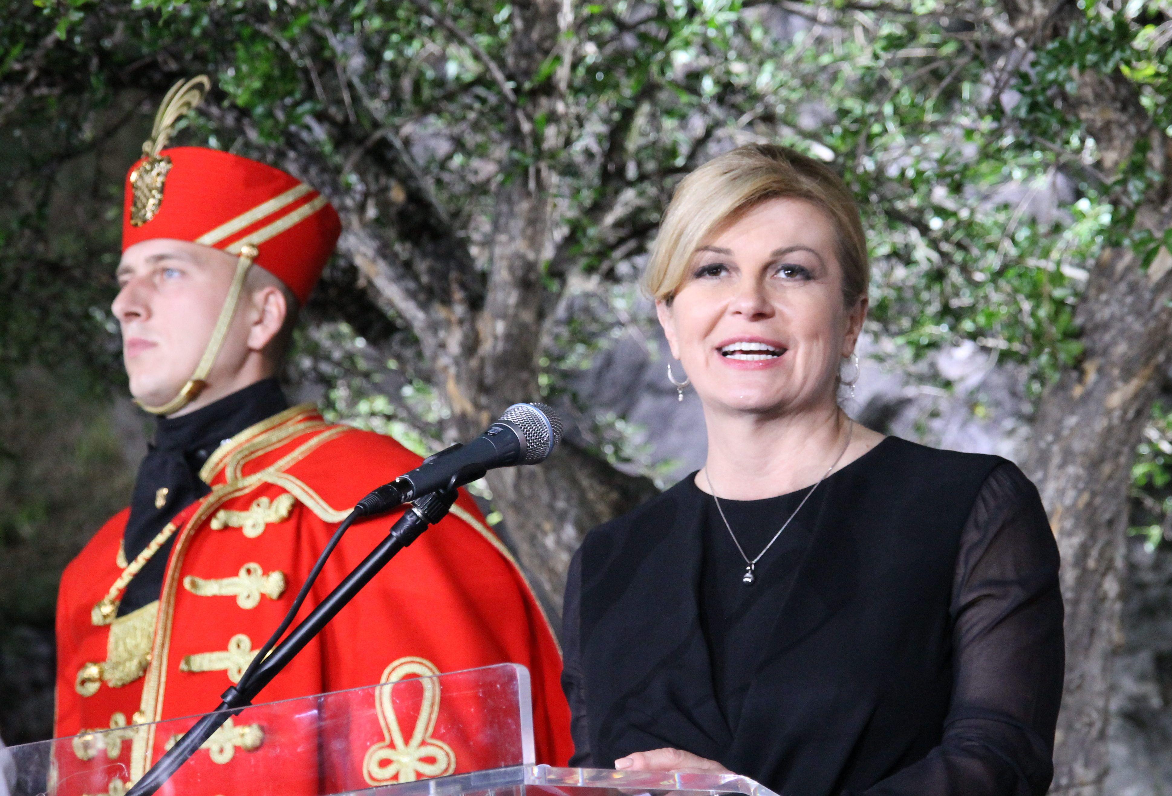 """Predsjednica Grabar-Kitarović u Hrvatskom tjedniku najavila bitku za novi mandat: """"Naravno, idem u kandidaturu"""""""