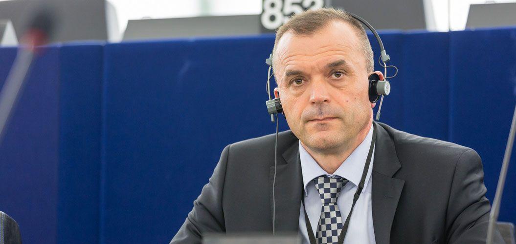 Preminuo eurozastupnik, hrvatski branitelj komodor Ivica Tolić: Počivao u miru Božjem neka ti je laka Hrvatska gruda koju si volio i branio