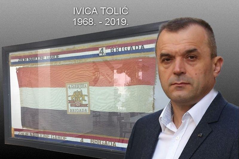 Komemoracija i posljednji ispraćaj hrvatskog branitelja komodora Ivice Tolića u utorak , 3. rujna