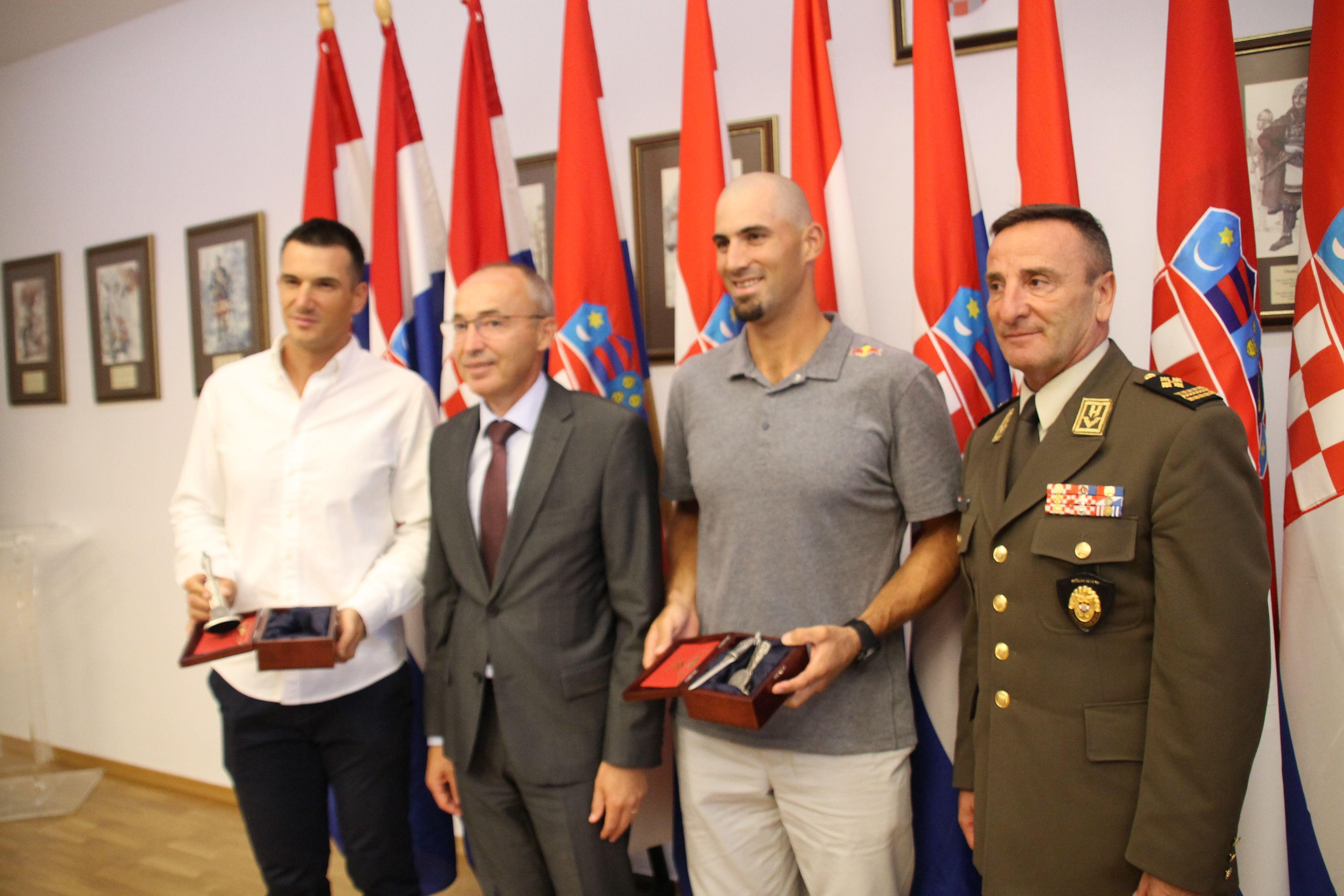 Krstičević i Šundov primili Svjetske prvake braću Sinković: Ponosi smo što ste dio obitelji Hrvatske vojske