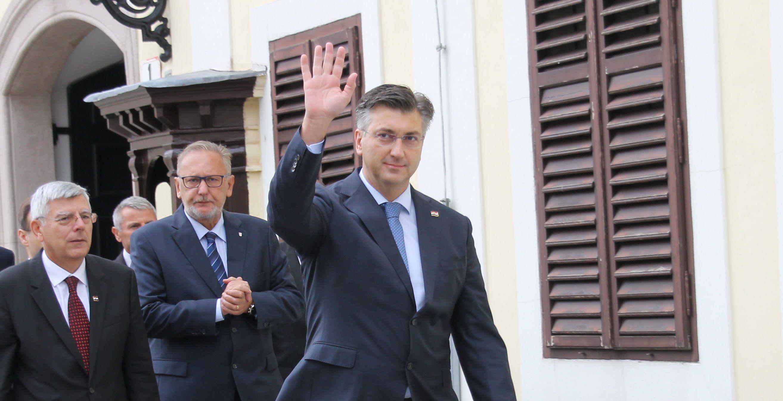 Plenković čestitao Dan neovisnosti: Požrtvovnost branitelja putokaz da se zalažemo za još bolju Hrvatsku