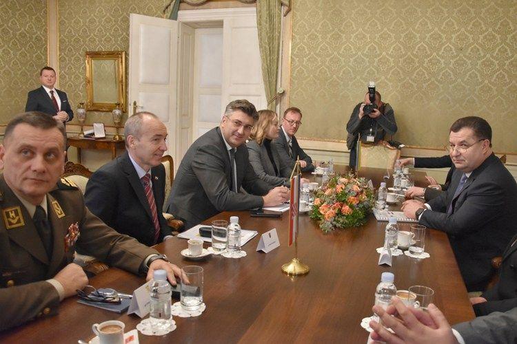 Predsjednik Vlade Andrej Plenković s ministrom obrane Ukrajine