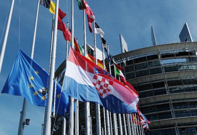 Hrvatski europarlamentarci podržali kulturnjake u zahtjevu za odgodom zabrane tungsten rasvjete