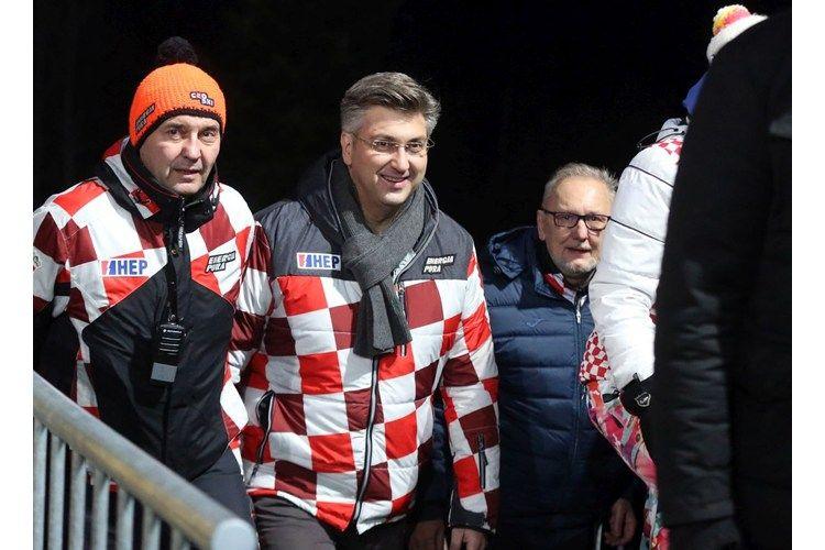 """Predsjednik Vlade Andrej Plenković na Sljemenu čestitao pobjednicima slaloma """"Vip Snow Queen Trophyja"""" 2018."""