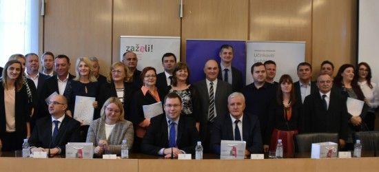"""U Vukovaru uručeno novih 18 ugovora u okviru otvorenog poziva """"Zaželi – program zapošljavanja žena"""""""
