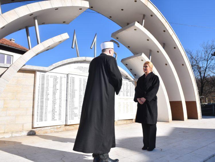 Predsjednica Grabar Kitarović odala počast žrtvama u Ahmićima i Križančevu selu