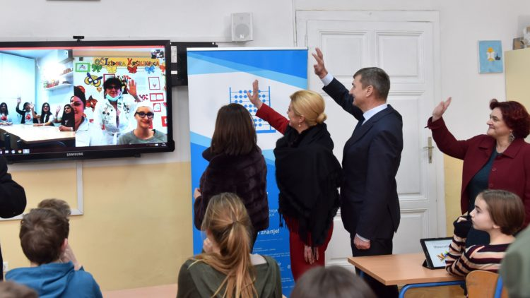 Predsjednica Grabar-Kitarović i potpredsjednik Europske komisije Andrus Ansip posjetili Osnovnu školu Izidora Kršnjavoga