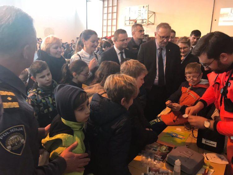 Ministar Božinović osnovnoškolce upozorio na opasnosti oružja i eksploziva