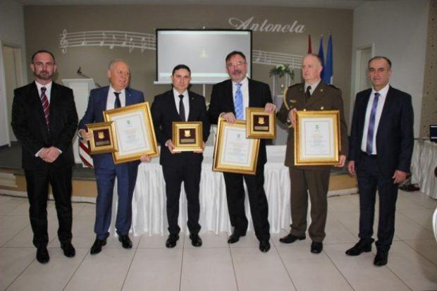 BiH-Općina Ljubuški MORH-u za angažman u PP sezoni dodjelila Zlatni grb