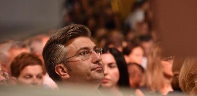 SNAGA VJERE – Premijer Andrej Plenković bio na Svetoj Misi u svojoj župi! Župljani mu pokazali što misle o njegovom kršćanstvu…