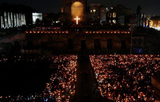 U Rimu počeo Križni put, križ nose i sirijska obitelj i redovnice iz Iraka