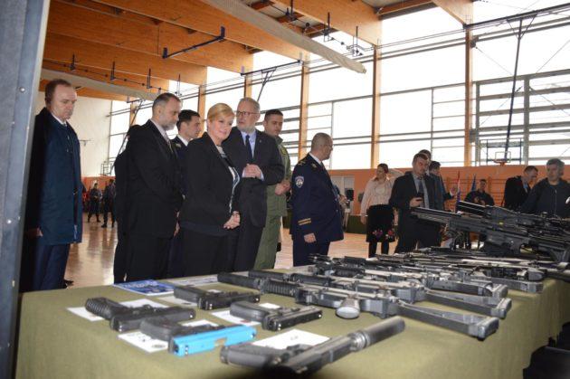 Predsjednica Grabar-Kitarović i ministar Božinović sudjelovali na Danu otvorenih vrata Policijske akademije u Karlovcu