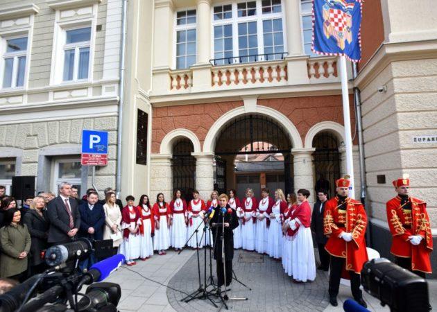 Predsjednica Grabar Kitarović u Karlovcu upozorila na lošu demografsku sliku: Bez ljudi nema budućnosti