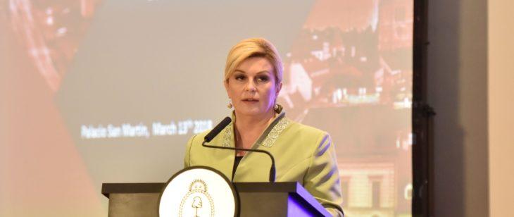 Predsjednica Grabar Kitarović: U Hrvatskoj Kostajnici treba spriječiti još veće posljedice
