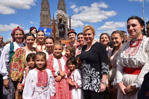 Predsjednica Grabar-Kitarović počela posjet Argentini susretom s hrvatskom zajednicom
