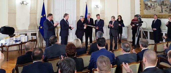 Čelnici BiH predali Junckeru odgovore na upitnik Europske komisije