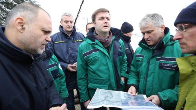 Ministar Ćorić: Akcijom gradnje privremenih barijera branimo svaku kuću, trajna rješenja strateška