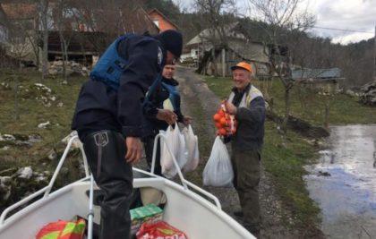 HRVATSKA POLICIJA nastavlja pomagati na poplavom ugroženim područjima