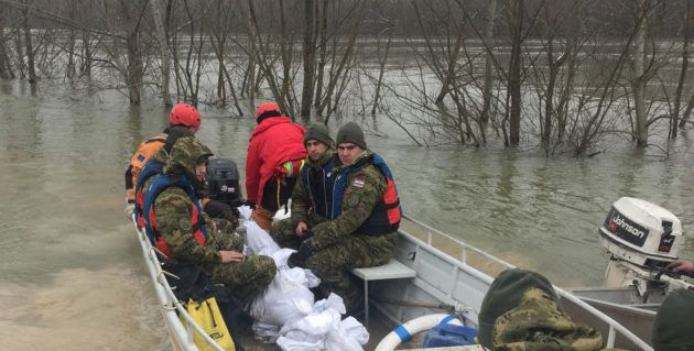 MORH: Deseti dan Hrvatska vojska pomaže u obrani od poplava